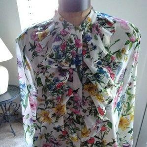 H&M floral ruffle blouse L